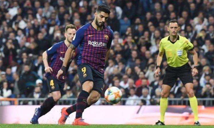 Luis Suarez is Barcelona's third top El Clasico scorer with 11 goals - behind Lionel Messi (26) and Cesar Rodríguez (14) (Image credit: Getty Images)