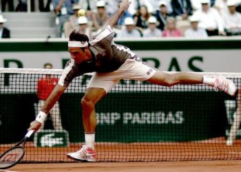 Roger Federer dropped his first set of the tournament in the quarter-final (Image credit: EPA)