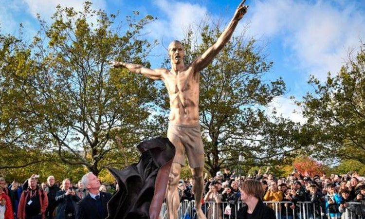Hundreds of fans turned up to see the unveiling of the statue (Image credit: Getty Images)