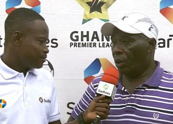 Great Olympics coach, Annor Walker (right) speaking to Eli Kondoh of StarTimes