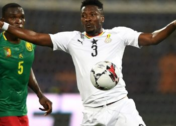 Ghana's forward Asamoah Gyan (R) controls the ball during the 2019 Africa Cup of Nations (CAN) Group F football match between Cameroon and Ghana at the Ismailia Stadium on June 29, 2019. (Photo by OZAN KOSE / AFP)        (Photo credit should read OZAN KOSE/AFP/Getty Images)