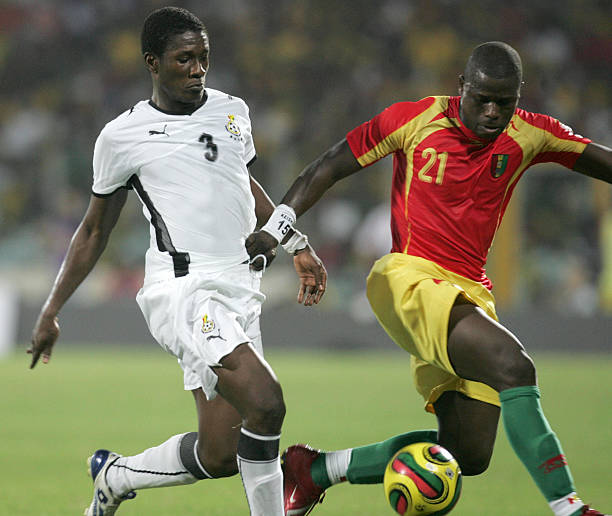 Ghana's Asamoah Gyan fights for the ball with Daouda Jabi (R) of Guinea 20 January 2008 in Accra during their 2008 African Cup of Nations match. Ghana won 2-1.   AFP/PHOTO/ABDELHAK SENNA (Photo credit should read ABDELHAK SENNA/AFP/Getty Images)