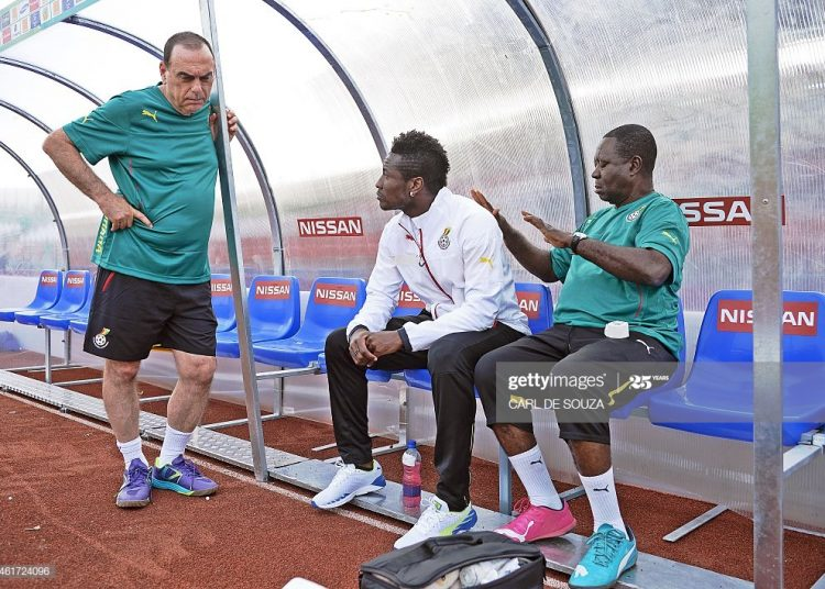 Ghana's coach Avram grant (L) talks with team captain Asamoah Gyan (C) before a training session as part of the team's preparation for the AFrican Cup of Nations football tournament at Mongomo stadium on January 18, 2015. Ghana's Captain Asamoah Gyan is likely to miss their African Cup of Nations football match against Senegal on January 19 after contracting malaria and spending a night in hospital. AFP Photo/Carl de Souza        (Photo credit should read CARL DE SOUZA/AFP via Getty Images)
