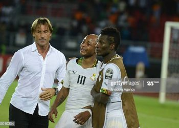 BATA, EQUATORIAL GUINEA - FEBRUARY 08: Ivory Coast's coach Herve Renard (L) comforts Ghana's players Andre Ayew (10) and Asamoah Gyan (R) at the end of the 2015 African Cup of Nations final soccer match between Ivory Coast and Ghana at the Bata Stadium on February 08, 2015 in Bata, Equatorial Guinea. (Photo by Mohamed Hossam/Anadolu Agency/Getty Images)