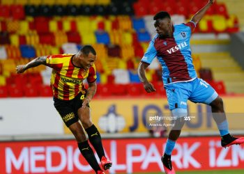 IZMIR, TURKEY - JUNE 12: Titi (L) of Goztepe in action against Caleb Ansah Ekuban (R) of Trabzonspor during Turkish Super Lig week 27 match between Goztepe and Trabzonspor at Gursel Aksel Stadium in Izmir, Turkey on June 12, 2020. (Photo by Evren Atalay/Anadolu Agency via Getty Images)