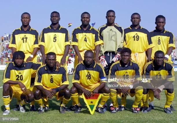 """Les """"Black Star"""" du Ghana posent pour les photographes le 21 janvier 2002 au stade Amary Daou de Segou au Mali. (Debout de G à D) Baffour Gyan, John Mensah, S. Sammuel Osei Kuffour, James Nanor, Kofi Amponsah, et Michael Essien. (Premier rang de G à D) Abdul Razk Ibrahim, Amankwah Mireku, Emmanuel Duah, Princeton Owusu Ansah et Isaac Boakye. AFP PHOTO ISSOUF SANOGO (Photo by Issouf SANOGO / AFP)        (Photo credit should read ISSOUF SANOGO/AFP via Getty Images)"""