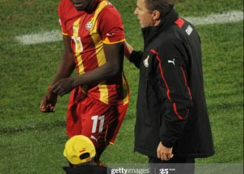 Ghana's coach Milovan Rajevac (R) talks to Ghana's midfielder Sulley Muntari before sending him in to play during the 2010 World Cup round of 16 football match USA vs. Ghana on June 26, 2010 at Royal Bafokeng stadium in Rustenburg. NO PUSH TO MOBILE / MOBILE USE SOLELY WITHIN EDITORIAL ARTICLE - AFP PHOTO / ROBERTO SCHMIDT (Photo credit should read ROBERTO SCHMIDT/AFP via Getty Images)