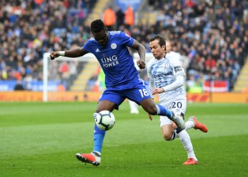 LEICESTER, ENGLAND - OCTOBER 06:  Daniel Amartey of Leicester City is challenged by Bernard of Everton during the Premier League match between Leicester City and Everton FC at The King Power Stadium on October 6, 2018 in Leicester, United Kingdom.  (Photo by Michael Regan/Getty Images)