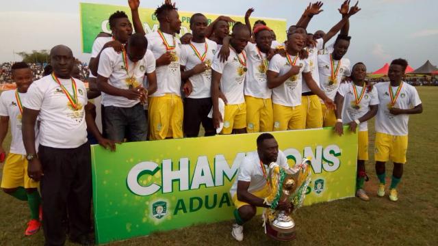 Aduana celebrating their title