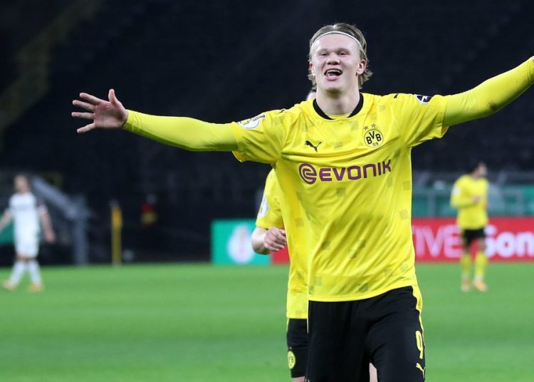 DORTMUND, GERMANY - FEBRUARY 02: Erling Haaland of Borussia Dortmund celebrates after scoring their side's third goal during the DFB Cup Round of Sixteen match between Borussia Dortmund and SC Paderborn 07 at Signal Iduna Park on February 02, 2021 in Dortmund, Germany. Sporting stadiums around Germany remain under strict restrictions due to the Coronavirus Pandemic as Government social distancing laws prohibit fans inside venues resulting in games being played behind closed doors. (Photo by Friedemann Vogel - Pool/Getty Images)