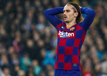 MADRID, SPAIN - MARCH 01: (BILD ZEITUNG OUT) Antoine Griezmann of FC Barcelona looks dejected  during the Liga match between Real Madrid CF and FC Barcelona at Estadio Santiago Bernabeu on March 1, 2020 in Madrid, Spain. (Photo by DeFodi Images via Getty Images)